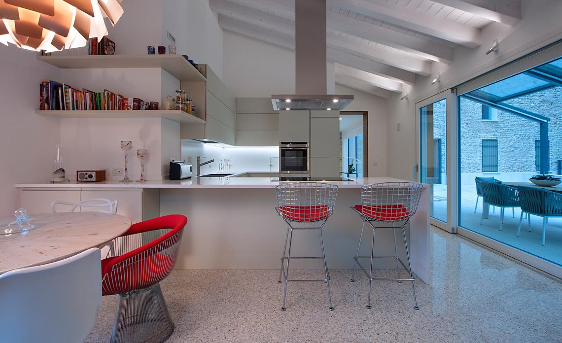 casa lungo il fiume Amatori Architettura d'Interni